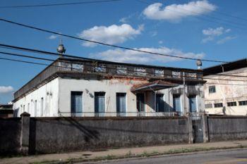 construcao-historica-se-deteriora-na-rua-mariano-procopio-desde-2009-quando-foi-desocupada-por-problemas-de-infraestrutura