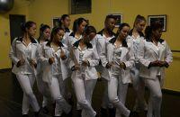 movimentos-grupo-de-danca-mistura-teatro-e-danca-no-espetaculo-nas-ondas-do-radio