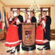 casais-do-grupo-schmetterling-apresentam-dancas-folcloricas-durante-a-festa-que-vai-ate-o-dia-13