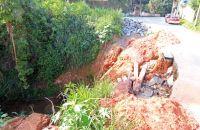 parte-de-rua-no-bairro-linhares-desmoronou-leonardo-costa07-04-16