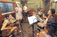 grupo-recebe-trofeu-em-novembro-e-integra-coletanea-com-grandes-nomes-da-mpb-leonardo-costa