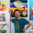 o-apresentador-gibran-lamha-abre-sua-cozinha-para-ensinar-pratos-caseiros-com-pitadas-de-humor-e-informalidade