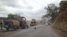 Recuperação de pavimento está sendo realizada em vários trechos, como próximo a Congonhas