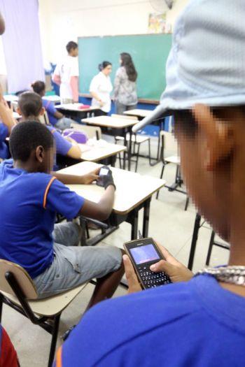 Educadores têm dificuldade para prender atenção de alunos só com métodos tradicionais