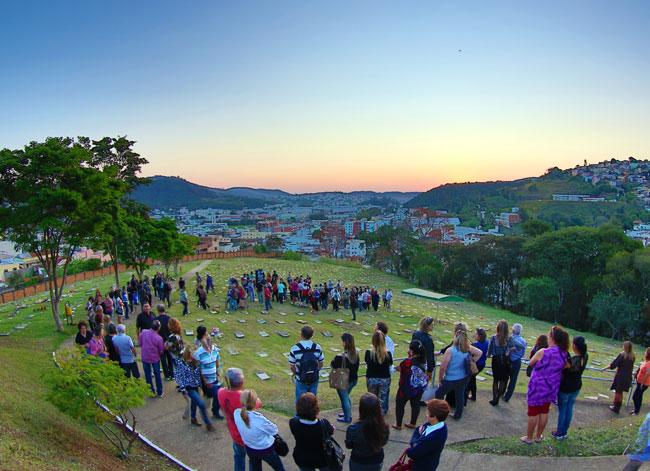 Corpo de Serjão foi enterrado ontem no Parque da Saudade na presença de muitos amigos e familiares (Foto: Fernando Priamo/26-08-15)
