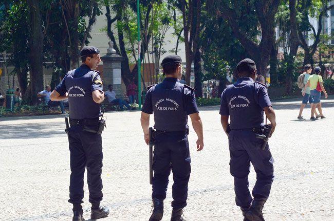 Entre as funções da Guarda Municipal, está a proteção de patrimônios públicos, como o Parque Halfeld (OLAVO PRAZERES/16-10-15)