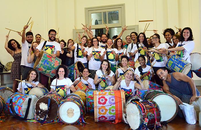 Tambores do Ingoma participam pelo segundo ano do Corredor da Folia, ajudando a manter viva a tradição do congado mineiro (Foto: Olavo Prazeres)