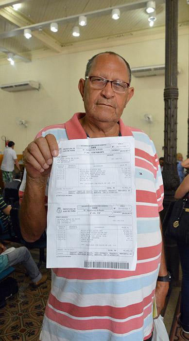 Dejavair Silva  recebeu multa de R$ 500, mas, ao pagar a fatura, descobriu que o valor cobrado era de R$ 75 mil (Foto: Marcelo Ribeiro)
