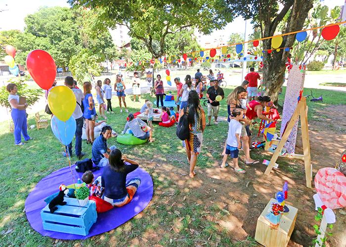 Praça do Bom Pastor recebeu dezenas de crianças para atividades lúdicas, brincadeiras e interação (Foto: Leonardo Costa))