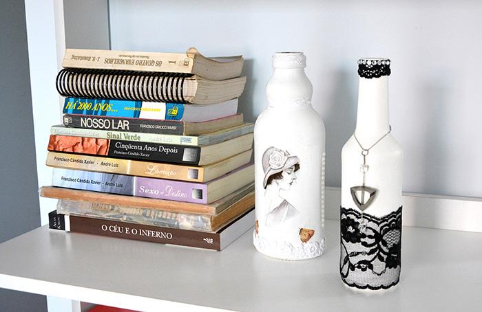 Renda e bijuteria também podem ser usadas para customizar garrafas (Foto: Marcelo Ribeiro)