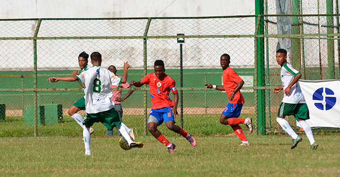 Sport anuncia volta ao futebol com equipe sub-23. Na foto, Verdão participa de amistoso, realizado em fevereiro, contra haitianos do Pérolas Negras (Foto: Marcelo Ribeiro)